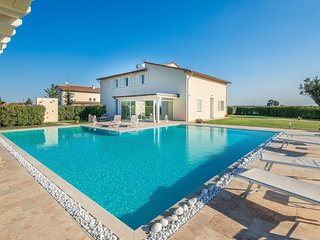 Chiesina Ponziani Villa Sleeps 13 with Pool Air Con and WiFi - 5783523