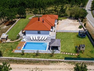 Family Villa With Large Private Pool, Garden and Barbecue area
