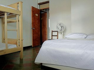 Private room for 4 people near Botero Plaza