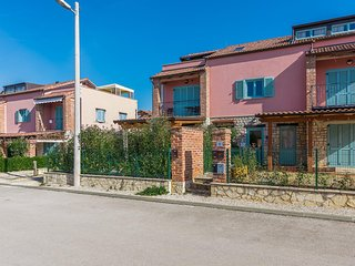 Apartment Paradise with shared Pool and Tennis Court near Porec