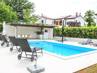 Apart Residence Leko / Two Bedroom Apartment Leko I  with Shared Pool and Garden