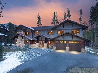 Spectacular Peak 8 Ski Lodge with private hot tub, billiards and foosball
