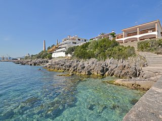 MARINERO - LOCATION IN FRONT OF THE SEA.