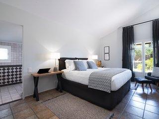 Villa Melitta, 6 bedrooms, 6 bathrooms & Astonishing View of the Saronic Gulf.