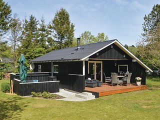 Amazing home in Løgstør w/ WiFi and 3 Bedrooms