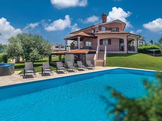 Amazing home in Nova Vas w/ Jacuzzi, WiFi and 4 Bedrooms (CIE569)