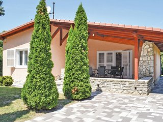 Stunning home in Zamardi w/ 3 Bedrooms and WiFi (UBS512)