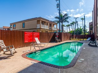 NEW LISTING! Dog-friendly condo w/ shared pool, full kitchen - close to beaches!