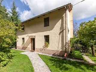 Beautiful home in Fabbriche di Vallico w/ 3 Bedrooms