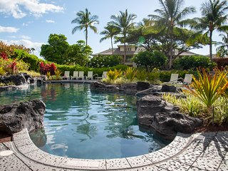 Ideal Location! Gorgeous Villa Across Pool. Walk to Shops & Restaurants! Waikolo