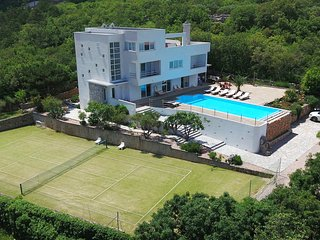 Luxury 5* villa with pool, tennis court, whirlpool, concierge and great sea view