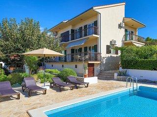 Beautiful home in Okrug Gornji w/ 4 Bedrooms