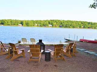 Longfellow Lodge - 5 BR Lake view with hot tub, pool table, fire pit & canoe