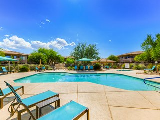 Cozy condo w/ shared pool, hot tub - near tennis, state park, and downtown