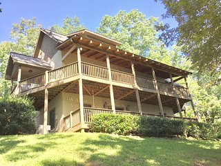 Luxe Mountain and Lake View Retreat, 3 Master Suites, Just 2 Hours N of Atlanta