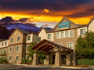 Mountain View Studio with FREE Breakfast, Seasonal Pool Access + Housekeeping