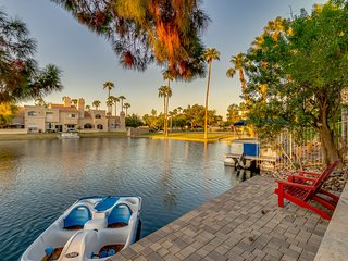 Waterfront Wonderland in Gilbert.  Heated Pool and a Paddle Boat Too!