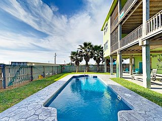 Gulf Breezes! 2 Units: 4BR w/ Pool & Gulf Views - Walk to Beach