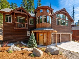 Luxury Retreat at Heavenly Boulder Lodge w/ Hot Tub - Walk to Lifts