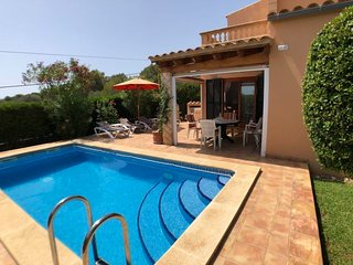 2 bedroom Villa with Air Con, WiFi and Walk to Beach & Shops - 5649717