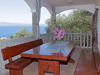 Olive's Garden House - Three Bedroom Holiday Home with Terrace and Sea View