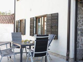 Ruzici Holiday Home Sleeps 6 with Pool and WiFi - 5809759