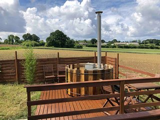 The Barn Apartment (Romantic Holidays France) with wood-fired Hot Tub!