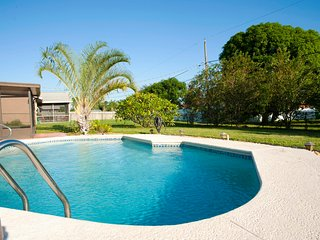 Private House with a Pool, close to Jensen Beach!