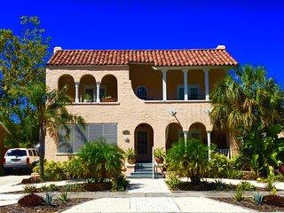 Beautiful 1/1 apt in historic mediterranean bldg, convenient to Tampa & St Pete