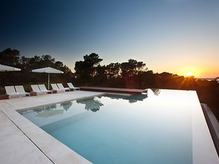 Es Caló: Villa with amazing sunset and sea views in a natural paradise in Ibiza