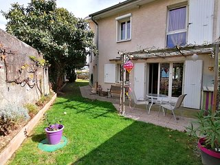 Villa with garden and parking ✨ Tram E at 4 min #M6