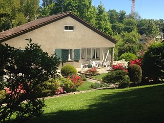 Detached villa in wooden park with garden & 5-car free parking in Geneva center