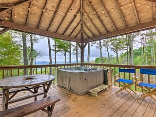 NEW! Cozy Smoky Mtn Cabin: Views, Deck & Fire Pit!