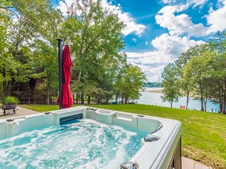 Waterfront Douglas Lake Home w/ Private Dock+Grill