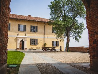 Vacation villa with pool in Vaglio Serra, Piemonte