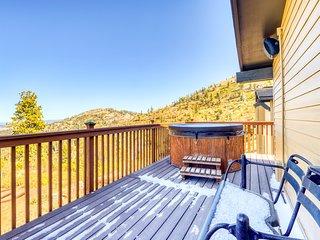 Mountain view ski-in/ski-out condo w/ a private hot tub, deck, & ski storage