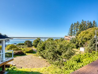 Ocean view home overlooking Netarts Bay w/ deck & gas grill - dogs OK!