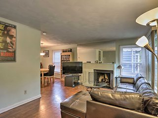 Pet-Friendly Home <8Mi to Downtown Cleveland!