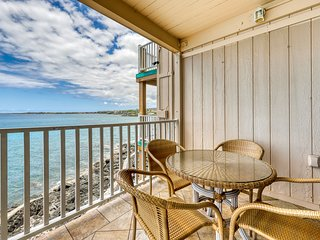 Bright, oceanfront home w/ a full kitchen, shared hot tub, & pool w/ views!