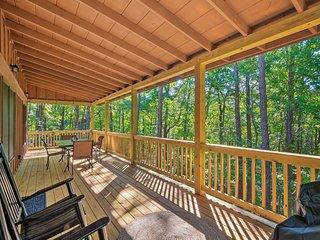 Blue Ridge Cabin w/ Fireplace & Trail Access!