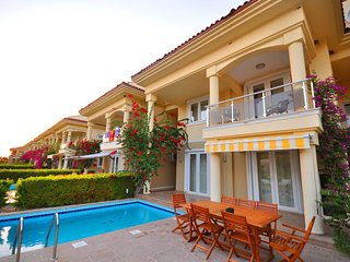 5 Bedrooms Villa Pearl on the First Line Sea Side