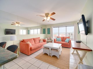 Relaxing Top Floor Corner 2BR Condo with Great View - 3 Minute Walk To The
