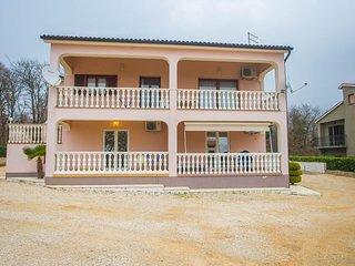 Two-Bedroom Apartment Koraca with Balcony near Sveti Lovrec