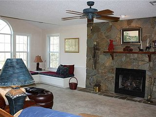 Meadow Cliff-Romantic Cabin,Fireplace,HotTub