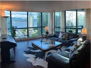 Beautiful 3 Bed 3 Bath Condo in Coal Harbor Water and Mountain Views
