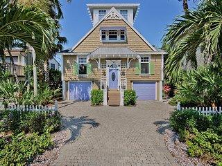 Contemporary Floridian Beach Cottage | 3-Bedroom & 3-Full Bath | Sleeps 6