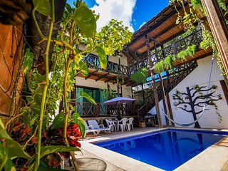 Entire jungle-themed oasis with private pool/16pp