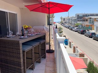 Ocean View! 30 Seconds to Beach/Dolphins! Garage Parking/Bikes/WiFi/Washer!