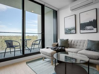 「Little world」elegant apartment*Parkville+Carpark