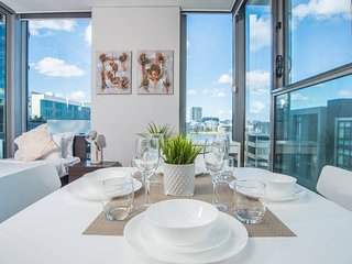 Captivating 1bed1study Wentworth Point APT (+view)